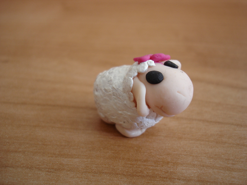 Фигурка овца от полимерна глина